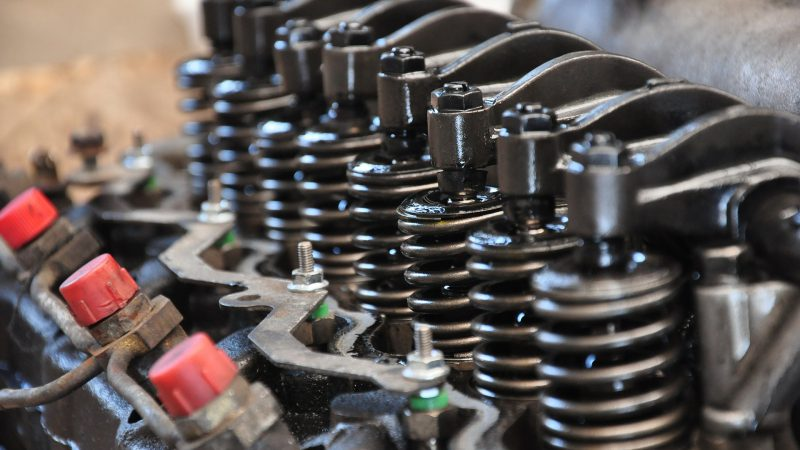 Sprężyny i mechanizm w silniku